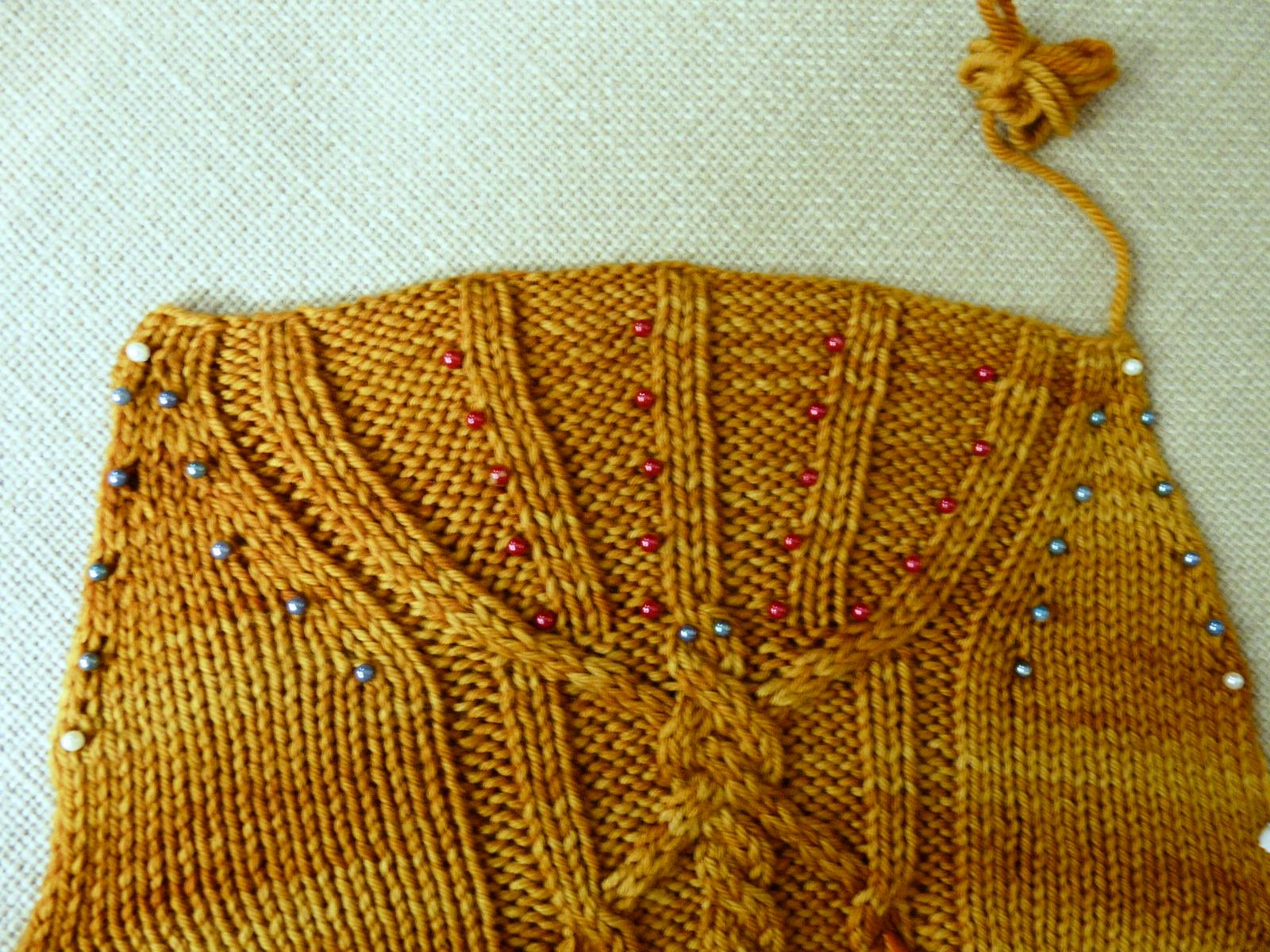 Golden Fans – Dusseldorf Aran Sleeves
